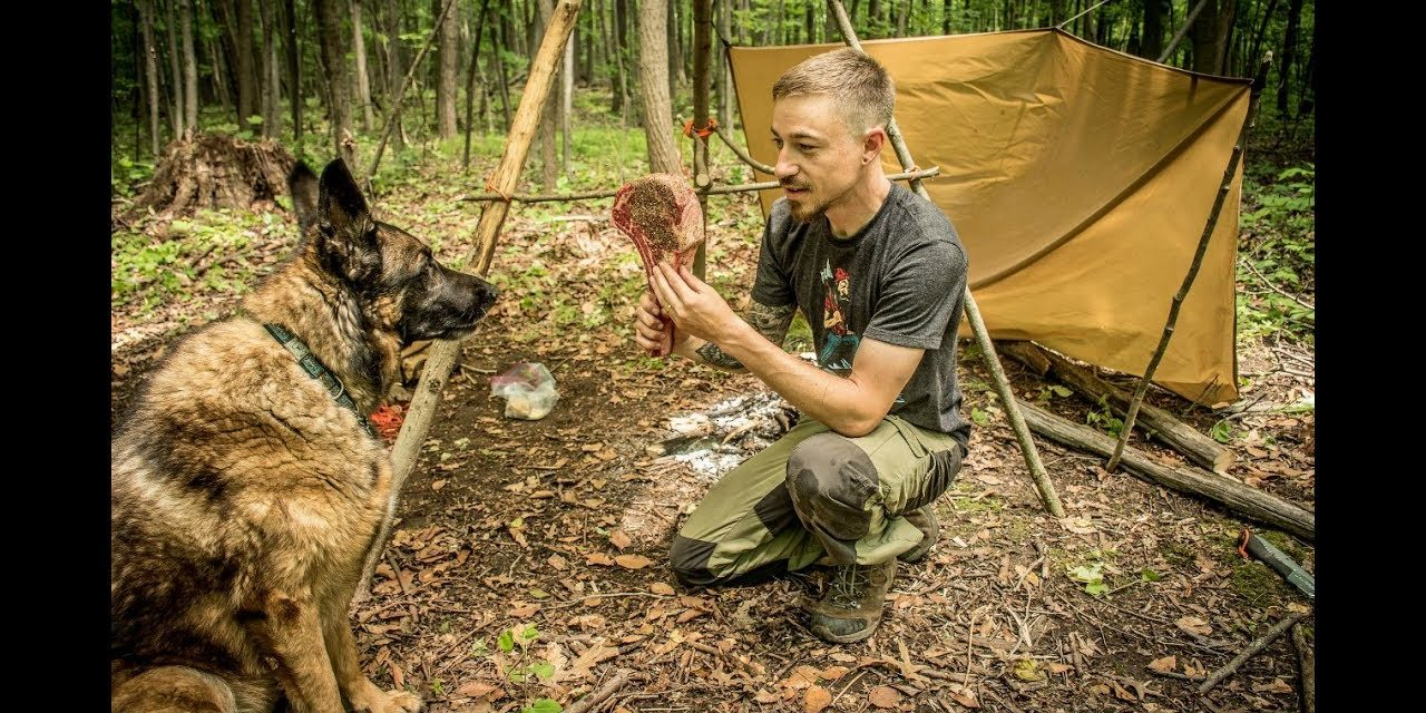 Overnight Bushcraft Camp with my Dog – Tomahawk Steak over the Fire, Frost River Pack, Bugs!